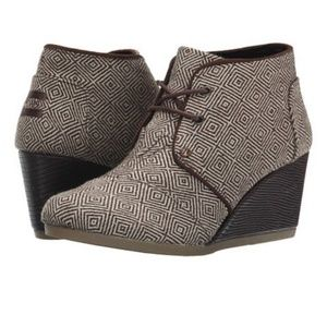 TOMS Brown Woven Diamond Desert Wedge Booties